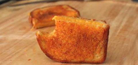 Sanduba de queijo na frigideira